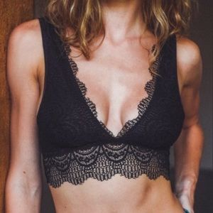 Other - JUST IN!! 💗🔥Sexy Lace Deep V Plunge Bralette!